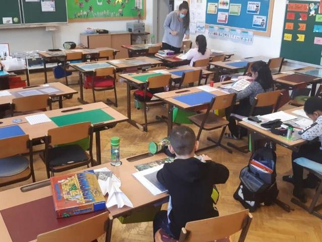 Schule im Lockdown: Unterricht vor halbleeren Klassen