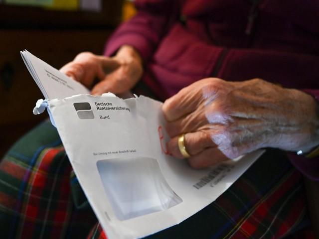 Alterssicherung: Rentner bekommen im Schnitt immer länger Bezüge