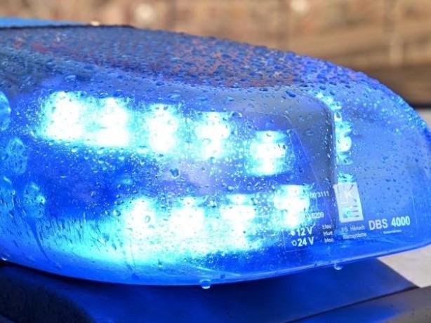 Unfälle: 66-jährige Frau stirbt bei Frontalzusammenstoß zweier Autos