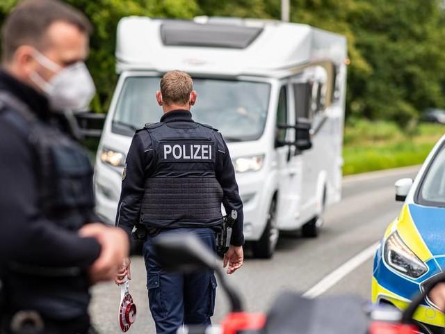 Polizei kontrolliert Testpflicht für Reiserückkehrer an Grenzen
