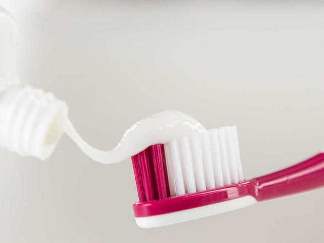 Titandioxid in Zahnpasta: Hersteller verzichten auf krebsverdächtigen Stoff