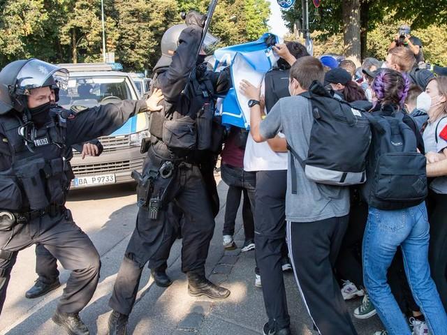 Proteste gegen die IAA: Polizei setzt Pfefferspray und Schlagstock ein