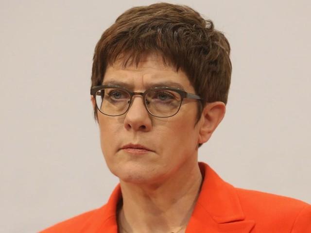 Kramp-Karrenbauer will CDU-Vorsitz und Kanzlerkandidatur abgeben
