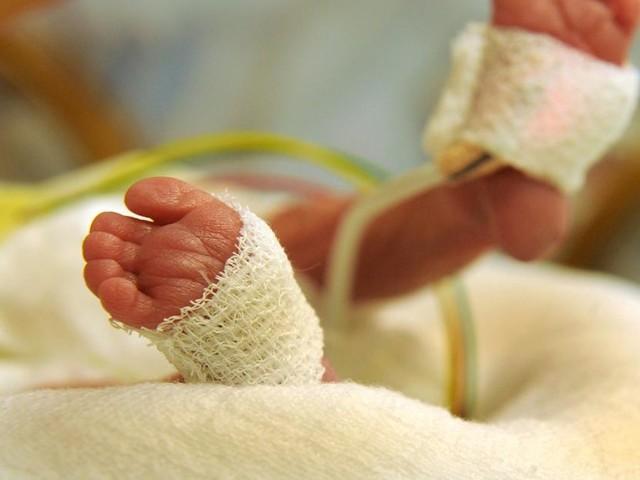"""Eltern können ihr Glück kaum fassen - Nach 13 Fehlgeburten: Frau bringt """"Wunderkind"""" zur Welt"""