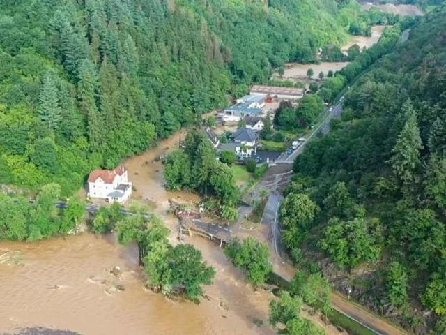 Häuser eingestürzt: Tote und viele Vermisste in der Eifel