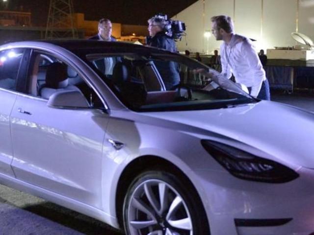 """Tesla im Test - """"Verarbeitung ziemlich schlecht"""": Analyst bemängelt Qualitätsprobleme beim Tesla Model 3"""