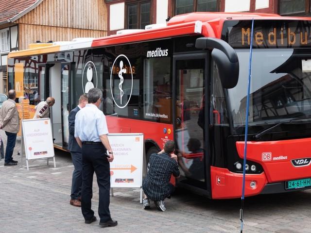 Der Medibus der Bahn: Katastrophenhelfer und rollendes Impfmobil