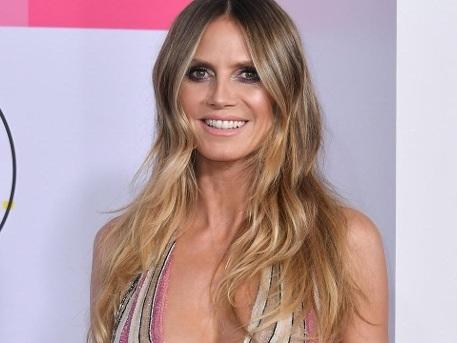 Heidi Klum glänzt im Glitzer-Kleid mit Mega-Dekolleté