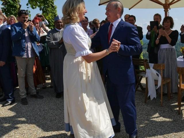 """Kneissl-Hochzeit mit Putin: """"Hatte noch Einladung in der Hand"""""""