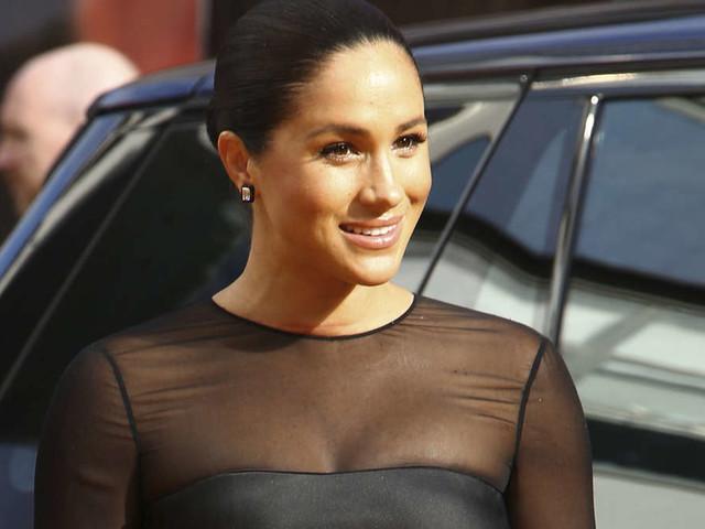 Harry und Meghan auf rotem Teppich: Für dieses Kleid muss die Herzogin fiese Kritik einstecken