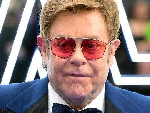 Feierliche Übergabe: Elton John bekommt französische Ehrenlegion überreicht