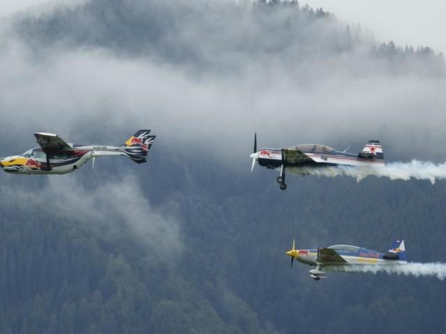 """Flugzeug der """"Flying Bulls"""" in Tschechien abgestürzt: Pilot tot"""