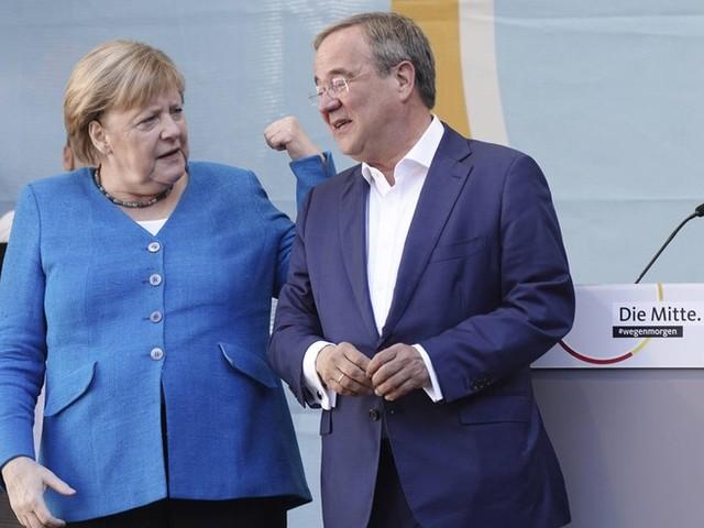 """Bundestagswahl im News-Ticker: Merkel wirbt ein letztes Mal für Laschet – """"dass Deutschland stabil bleibt"""""""