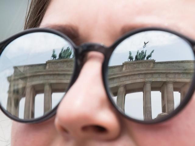 Deutsche sind in Kauflaune - auch aus Angst vor Strafzinsen