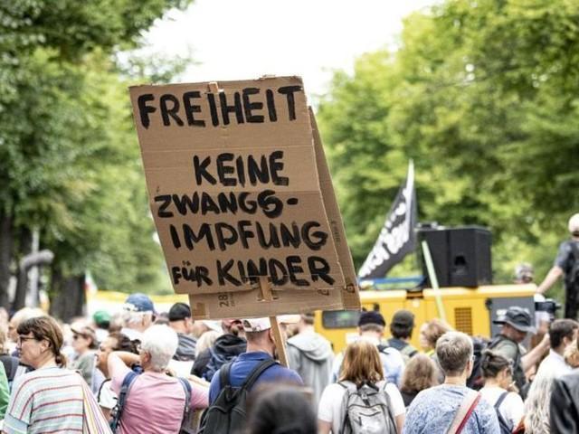 Trotz Verbot: Tausende «Querdenker» protestieren in Berlin