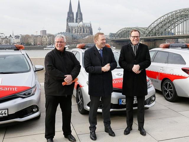 Hybridmodelle - Eine Armlänge Abstand vom Diesel: Stadt Köln fährt jetzt Toyota