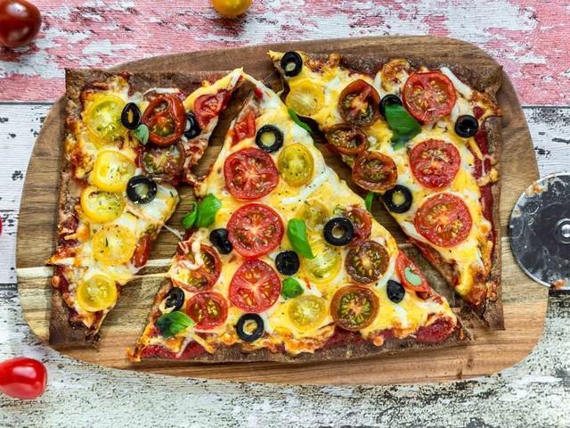 Pizza ohne Mehl – Wie Sie die italienische Spezialität kohlenhydratarm backen können