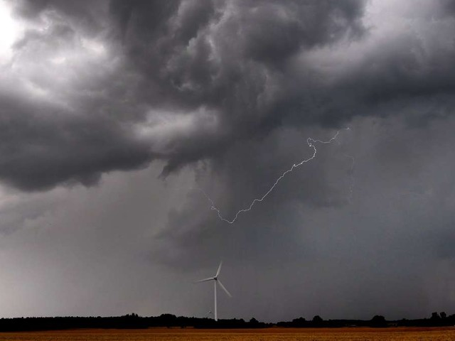"""Schwere Gewitter treffen Deutschland erneut: Amtliche Warnungen vor """"extrem heftigem Starkregen und Hagel"""""""