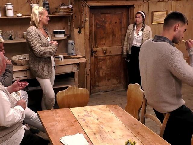 """Notarzteinsatz auf der """"Alm"""": Gleich drei Kandidaten verlassen die Berghütte"""