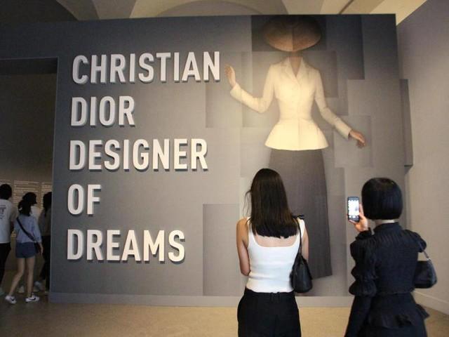 Mode: New Yorker Brooklyn Museum feiert Mode-Designer Dior