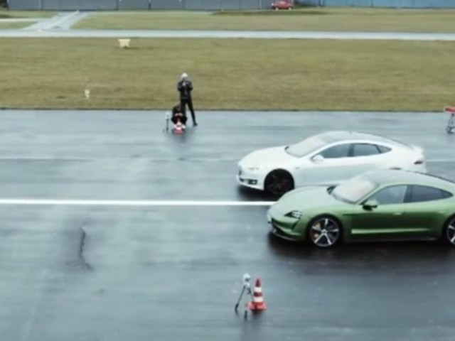 Video: Porsche Taycan schlägt Tesla Model S