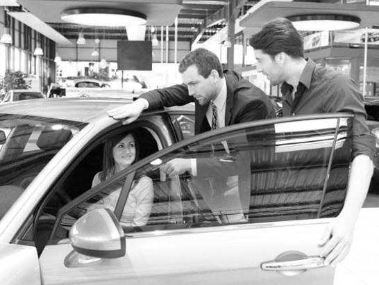 Kfz-Versicherung über VW, Audi, Toyota, BMW etc. sinnvoll? - Versicherungsservice, Mercedes, Ford, Renault, Versicherungsdienst - Finanztip