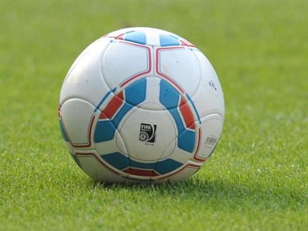 Fußball: Kruse und Teuchert im Training: Rönnow kämpft um Nummer eins