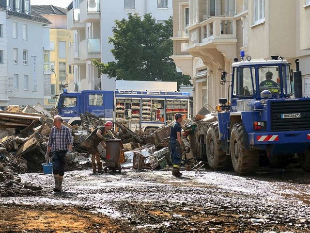 """Flutkatastrophe in Deutschland: Helfer erheben schwere Vorwürfe – """"Mit Müll beschmissen"""""""