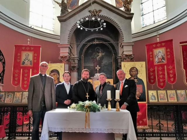 Drei Konfessionen unter einem Kirchendach