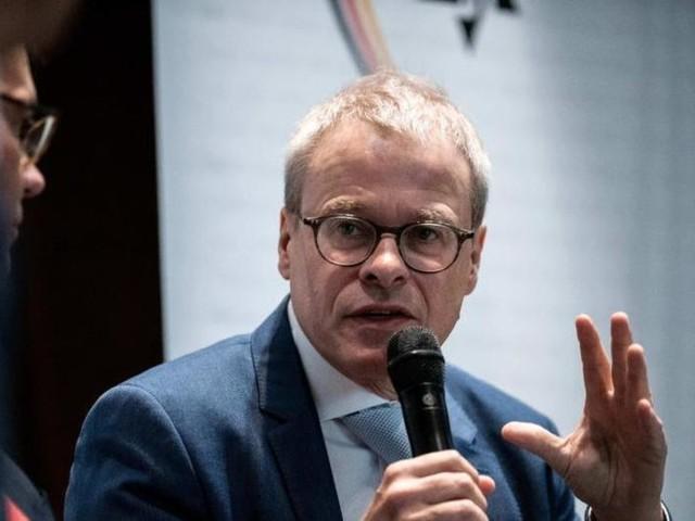 DFB-Machtkampf: Interimschef Peters kontert anonyme Vorwürfe