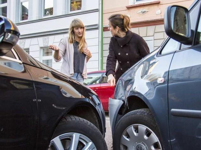 Unfall im Ausland: Was Autofahrer nach dem Crash im Urlaub tun sollten