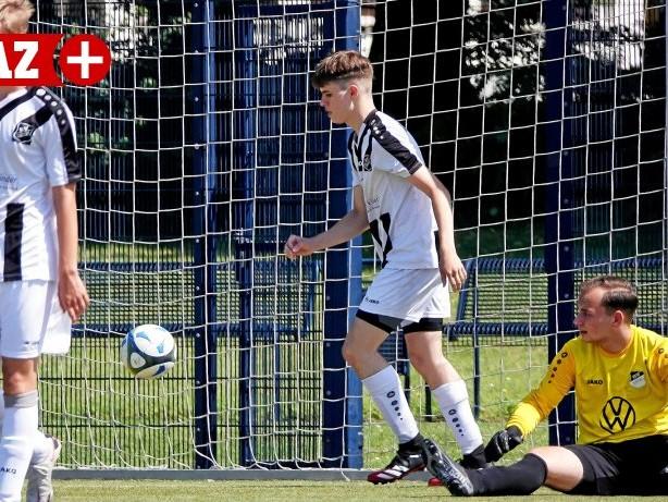 Fußball Testspiele: Fußball verrückt: BV Rentfort U15 gewinnt nach 0:4-Rückstand