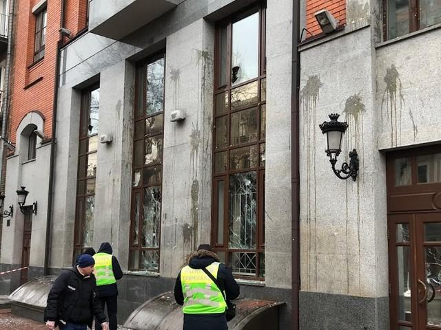 Nazis greifen russisches Kulturzentrum in Kiew an