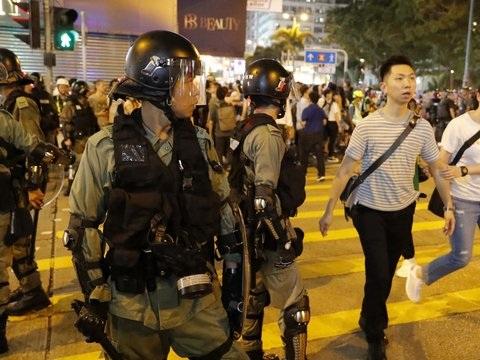 Kein Ende der Proteste - Trump: China verlegt Truppen an die Grenze zu Hongkong
