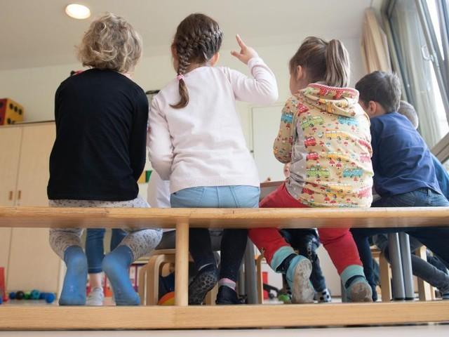Länder planen Öffnung: Streit über Schulen und Kitas - Wie ansteckend sind Kinder?