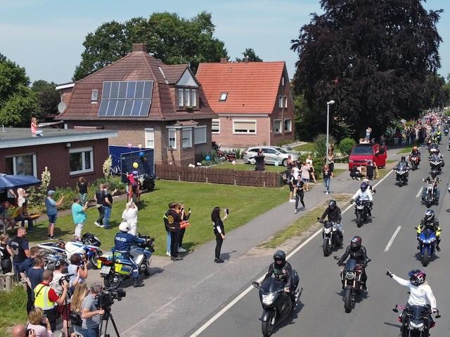 Nach Aufruf - Tolle Aktion in Ostfriesland: 20.000 Biker machen krebskrankem Jungen eine Freude