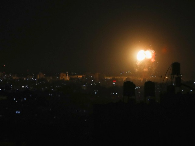 Reaktion auf Brandballons: Israel fliegt Luftangriffe im Gazastreifen