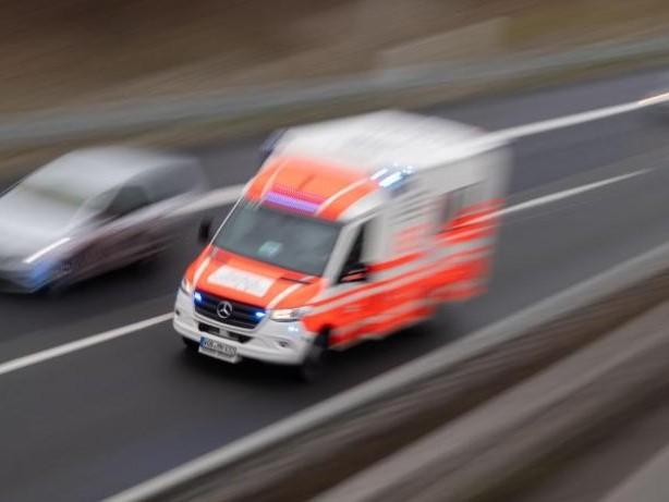 Unfälle: Auto kommt von Autobahn 20 ab: Drei Schwerverletzte
