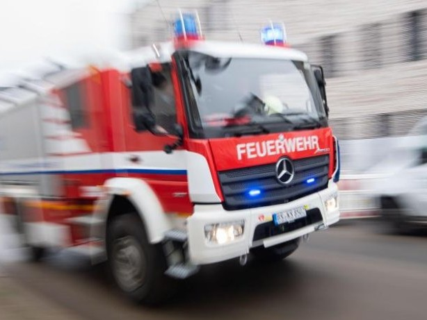 Brände: Brand in Dachgeschosswohnung in Berlin-Wedding