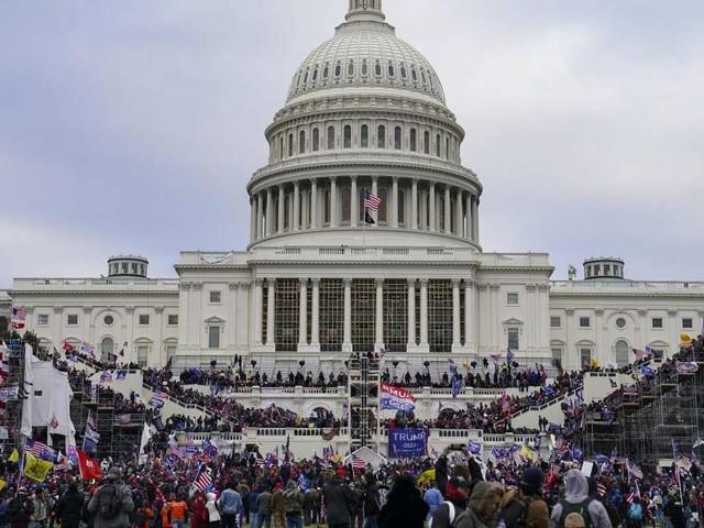 """Trump-Anhänger stürmen Kapitol: Twitter- und Facebook-Account des Präsidenten gesperrt - """"Ihr habt nicht gewonnen ..."""""""