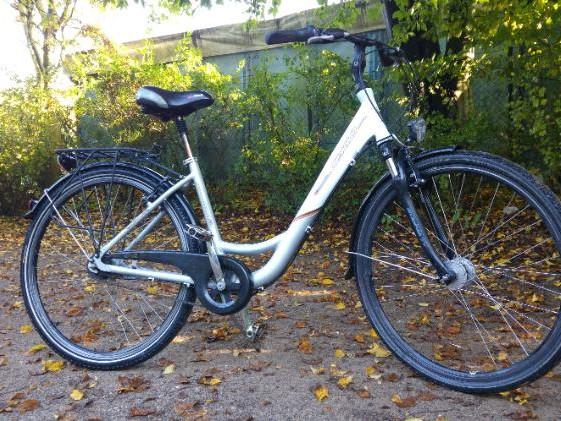 Alu Fahrrad 28 Zoll mit Nabendynamo in Neuss