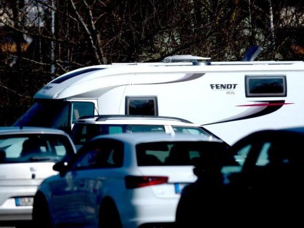 Übernachten: Wohnmobil auf öffentlichem Parkplatz kann verboten sein
