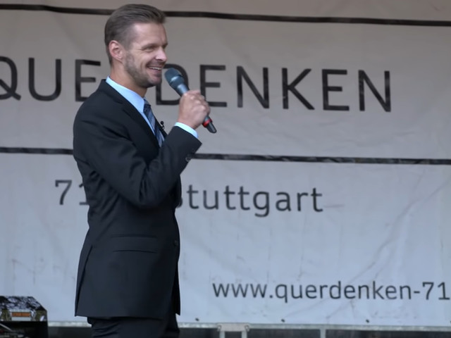 "Kabarettist Florian Schroeder sprengt ""Querdenken""- Demo in Stuttgart"