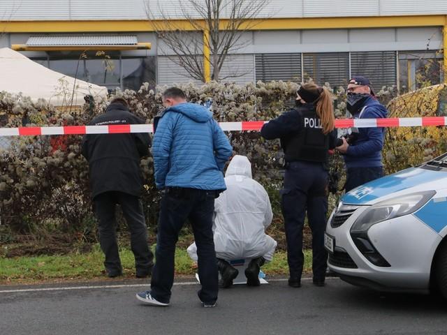 Polizei fasst Verdächtigen. Unklar ist weiterhin, wie hoch die Beute der drei Räuber war