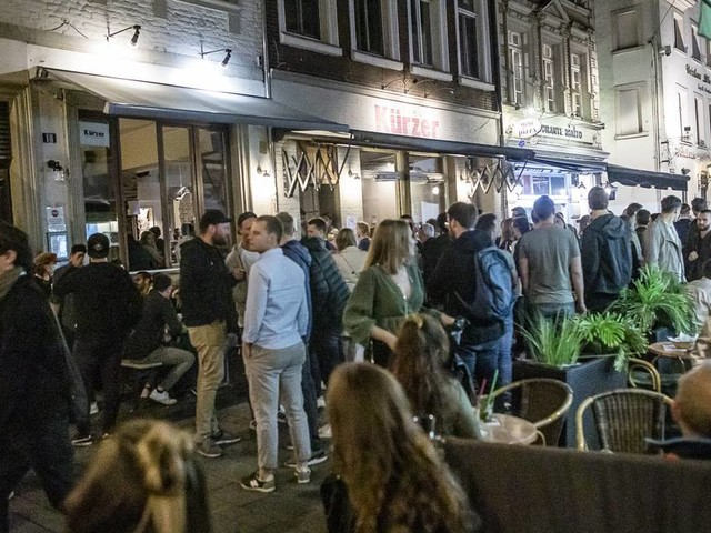 Maßnahmen gegen Corona: Düsseldorf erwägt Sperrstunde für die Altstadt