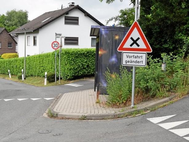 Verkehr: Mehrfach Kritik an neuer Vorfahrtsregel in Voßhöfener Straße