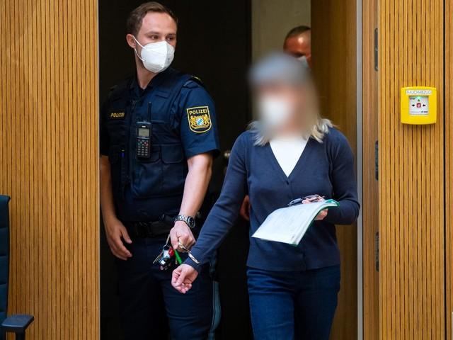 Prozess gegen rechtsextreme Heilpraktikerin: Zum Schießtraining nach Tschechien