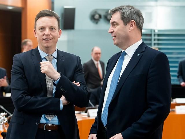 Auch Hans für Blick auf Umfragen: Zweiter CDU-Ministerpräsident stärkt Söder