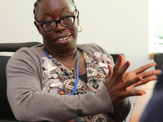 Licht für Afrika: Die großartige Frau im Rollstuhl