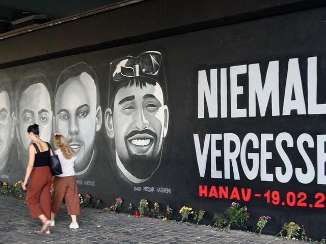 Das bleibt ein Jahr nach dem Anschlag von Hanau: Experten und Politiker erklären